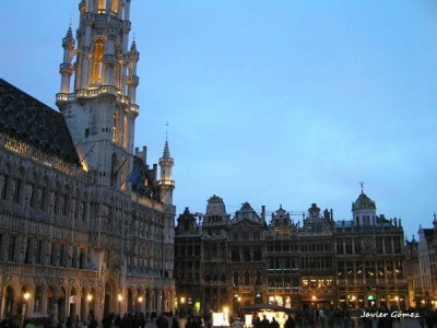 Grand Place de Bruselas iluminada